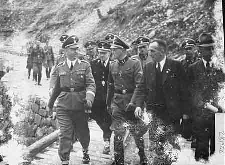 http://www.jewishvirtuallibrary.org/jsource/images/People/himmler3.jpg