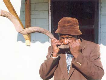 lemba blowing shofar